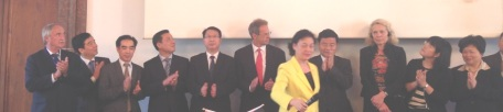 Madam Zhao Yufang (Vice-Governor of Guangdong People's Government, front) announced the office together with a high level delegation which includes Guo Yuanqiang (Commissioner for Commerce, fifth from left), Chen Yanqiu (Chairman of Guangdong CCPIT, second from left), Su Caifang (Deputy Commissioner for Foreign Affair, first right), and Yang Rongsen (Commissioner for Tourism, fourth left)